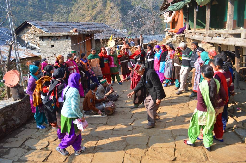 Paragliding, camping and trekking to tribal villages in bir billing