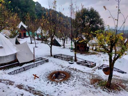 Camp Oak View and snowfall in Bir Billing