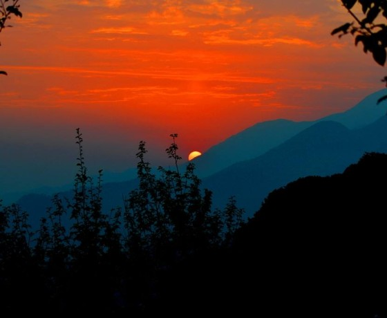 Bir Billing paragliding is one of the best place for sun set view and paragliding