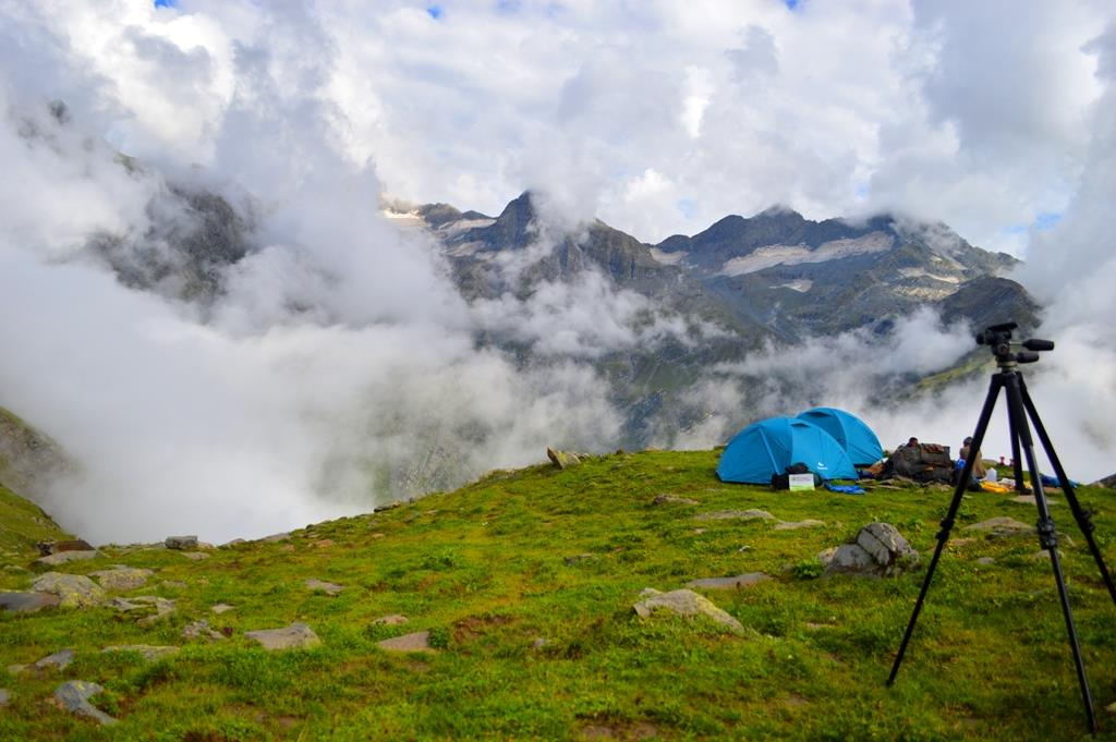 trekking, camping and Bada Bhngal, Bir Billing and Manali trek