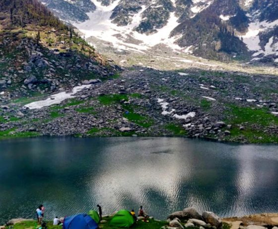 Kareri lake and paragliding